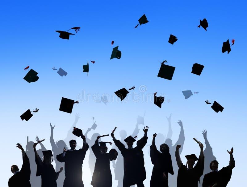 Internationella studenter som firar avläggande av examen royaltyfria bilder