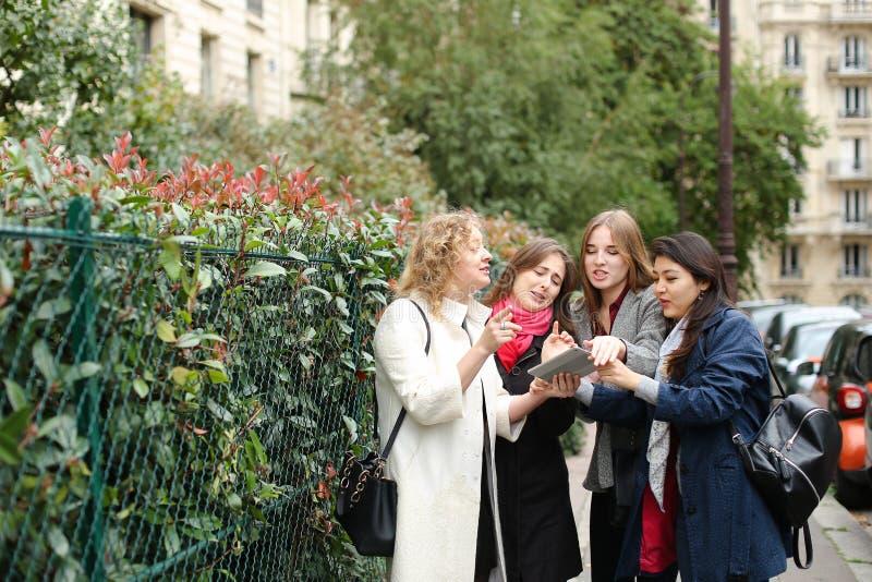 Internationellt lära för studenter som är engelskt, och gå utanför in arkivfoto