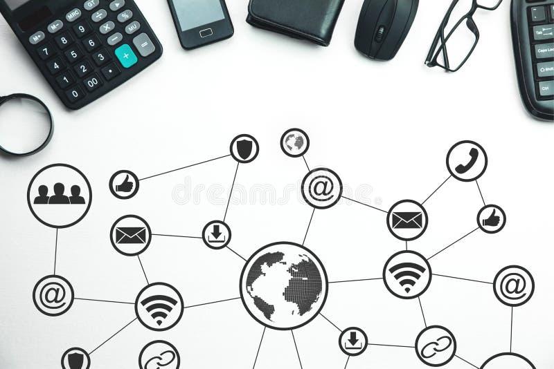 Internationellt nätverk och socialt massmedia Teknologi och affärsidé royaltyfri bild