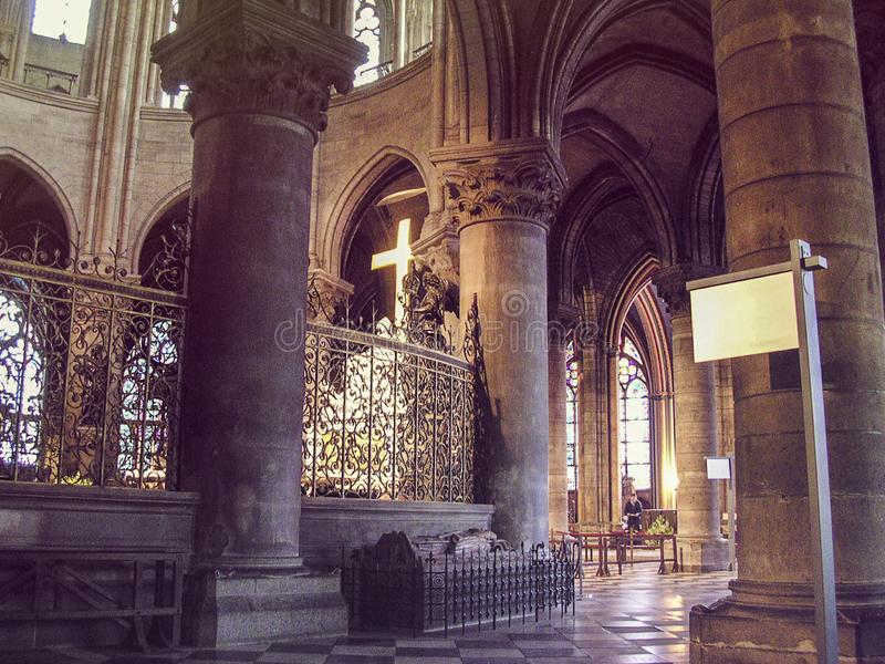 Interne Ansicht Notre Dame de Paris stockfotografie
