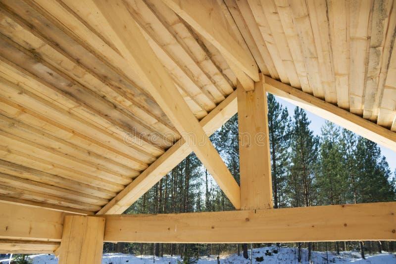 Interne oppervlakte van een houten dak stock afbeeldingen