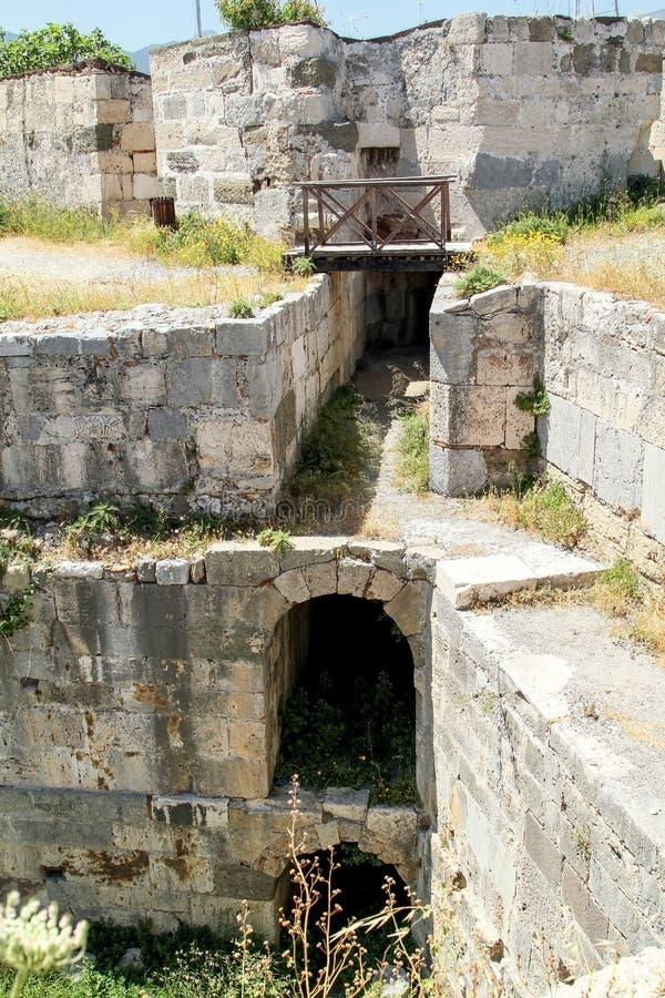 Interne passages in de vesting van de ridders van Ioannite stock foto's