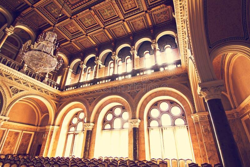 Interne zalen in de mooie historische bouw van de nationale universiteit van Chernivtsi stock afbeelding
