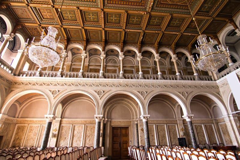 Interne zalen in de mooie historische bouw van de nationale universiteit van Chernivtsi royalty-vrije stock fotografie