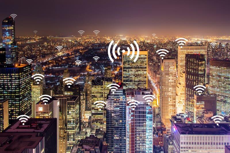 Internet av sakerbegreppet i staden royaltyfri bild