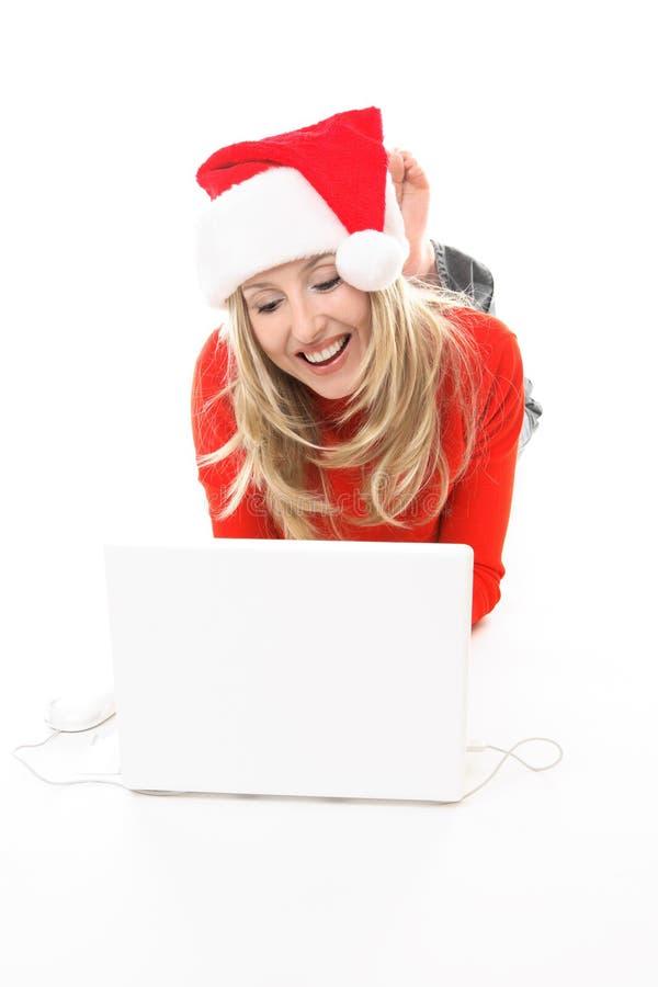 Internet da consultação da compra da menina do Natal fotografia de stock royalty free