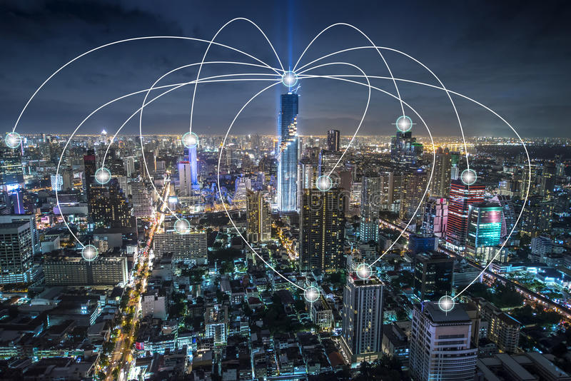 Internet futé de ville et réseau de transmission sans fil, technologie conceptuelle photographie stock