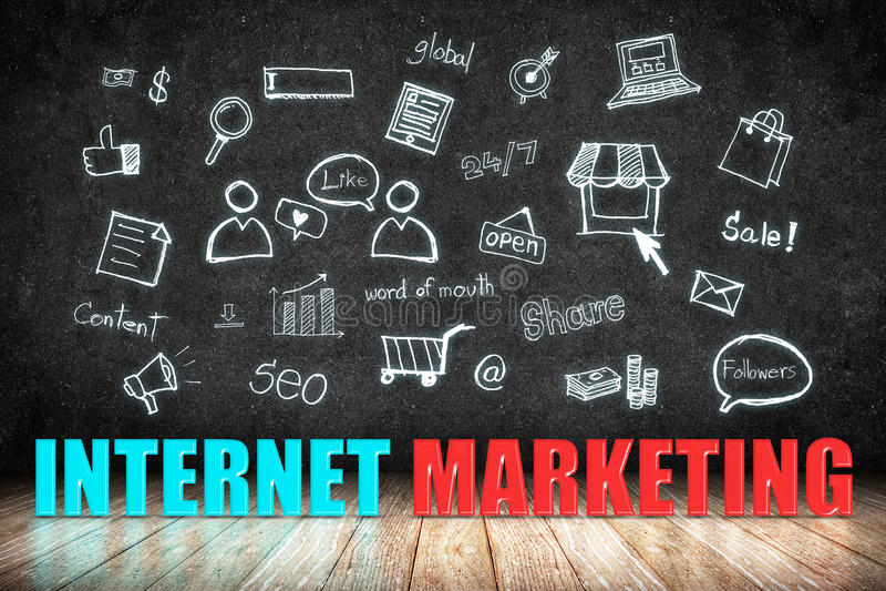 Internet-Marketing woord op houten vloer met krabbelpictogram op blackb royalty-vrije illustratie