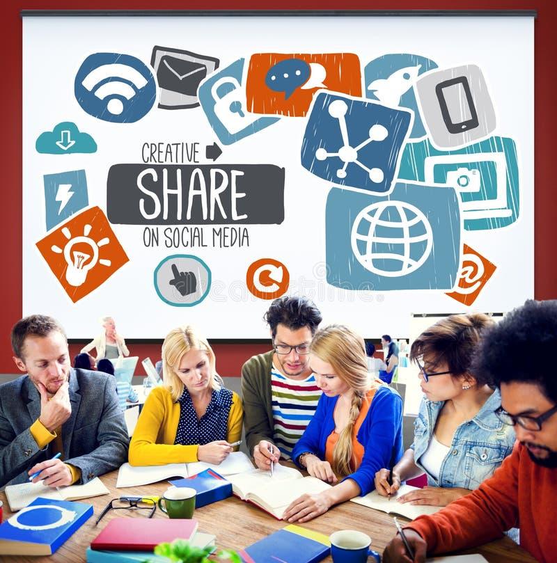 Internet online-Conce för nätverk för idérikt massmedia för aktie socialt social royaltyfri bild