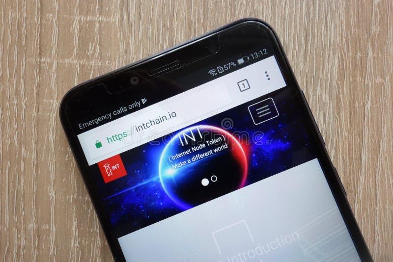 Internet-website van Knoop de Symbolische die int. cryptocurrency op een moderne smartphone wordt getoond royalty-vrije stock afbeeldingen