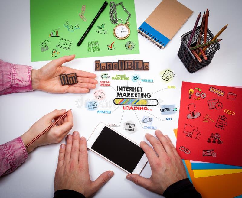 Internetmarknadsföring, teknologi och advertizingbegrepp royaltyfri fotografi