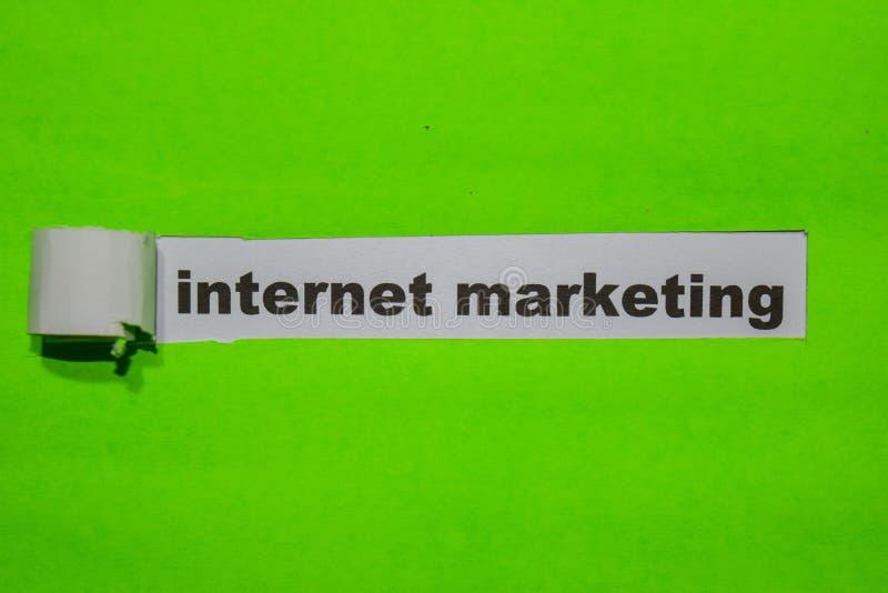 Internetowy marketingu, inspiracji i biznesu pojęcie na zieleń drzejącym papierze, zdjęcia stock