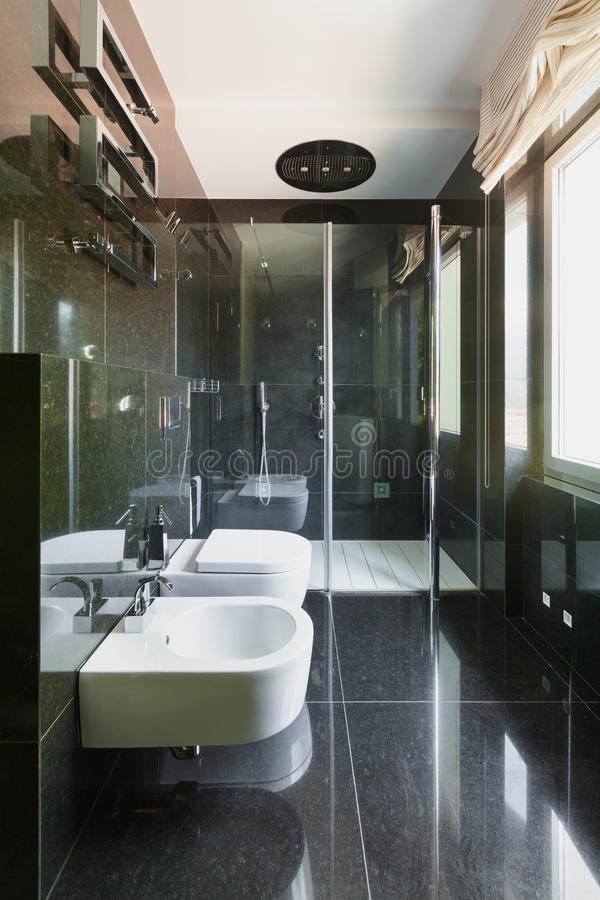 Interni, bagno moderno fotografia stock. Immagine di spazio - 56642030
