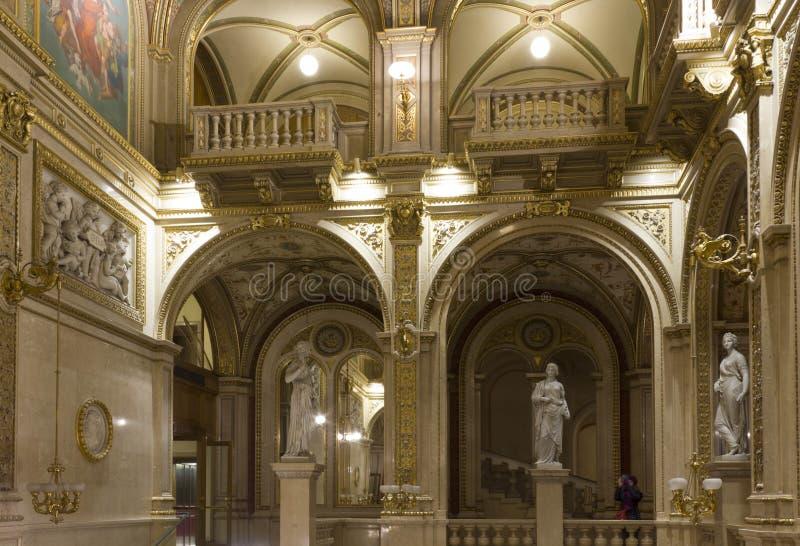 Interni classici di lusso del teatro dell 39 opera di vienna fotografia stock editoriale immagine - Interni classici ...
