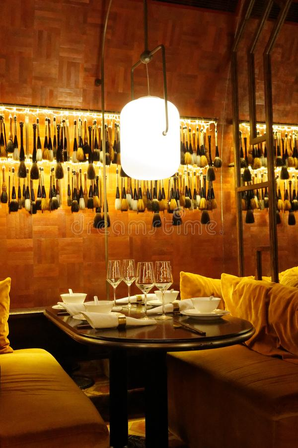 Interni del ristorante di Mott 32, Hong Kong fotografia stock