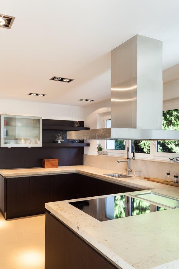 Interni di una casa moderna fotografie stock libere da for Casa di tronchi moderna