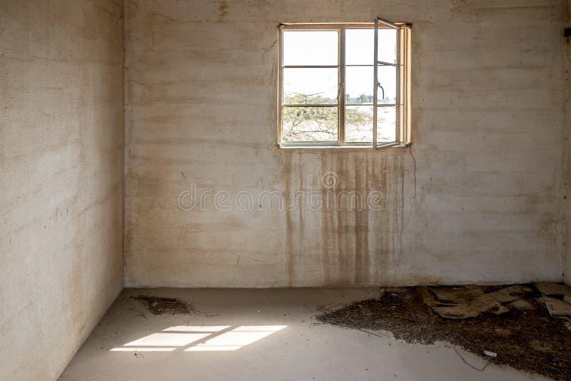 Interno abbandonato di costruzione abbandonata fotografia stock libera da diritti