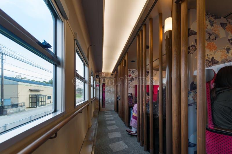 Interno automobile facente un giro turistico di Hanayome Noren del treno della prima fotografia stock libera da diritti
