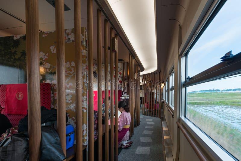 Interno automobile facente un giro turistico di Hanayome Noren del treno della prima fotografia stock