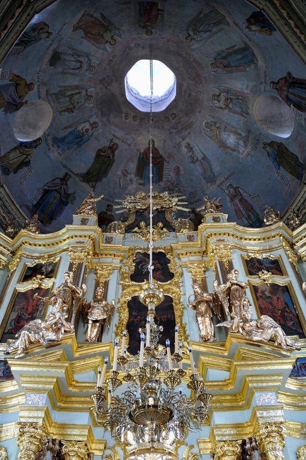 Interno barrocco della chiesa di Smolenskaya - trinità santa - st fotografie stock libere da diritti