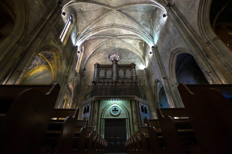 Interno cattolico della cattedrale. Salone de Provenza. fotografia stock libera da diritti