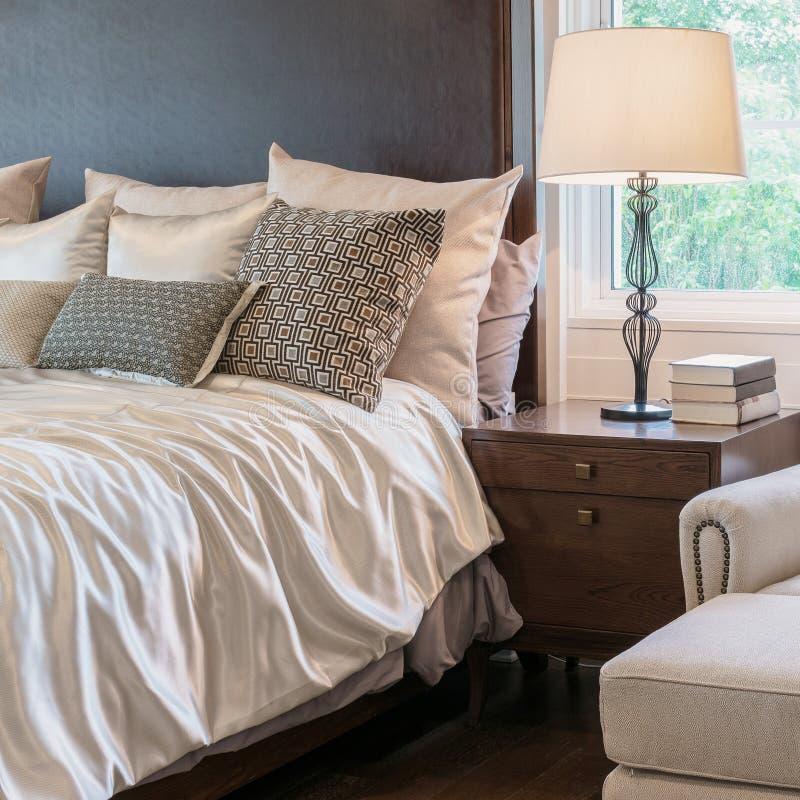 Interno classico della camera da letto di stile con la decorazione di lusso fotografia stock libera da diritti