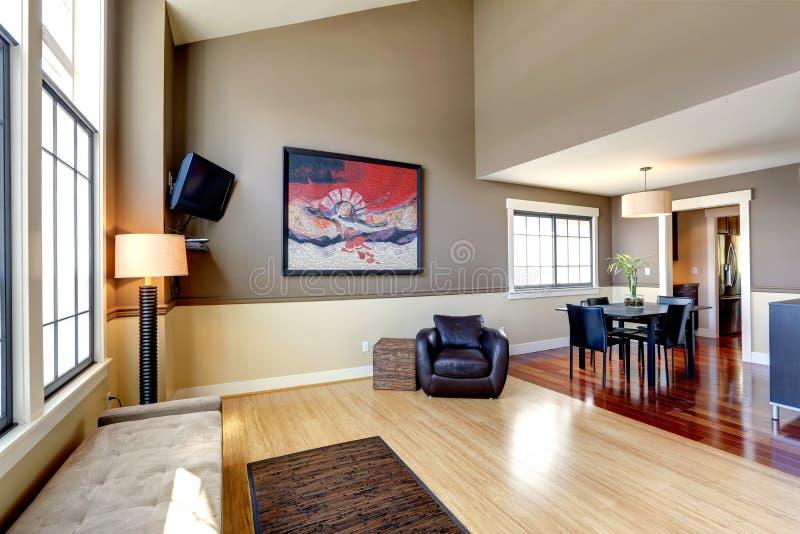 Interno classico della casa sala da pranzo e corridoio for Design classico della casa