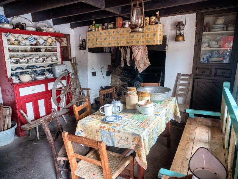 Interno da un cottage in una campagna irlandese rurale fotografia stock
