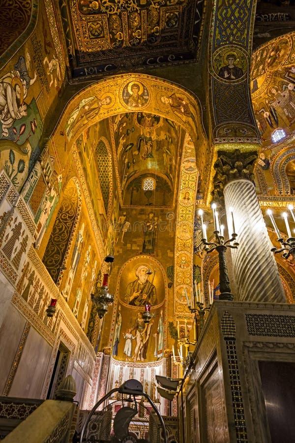 Interno, decorato con i bei mosaici Bizzantini, Palatina fotografia stock libera da diritti