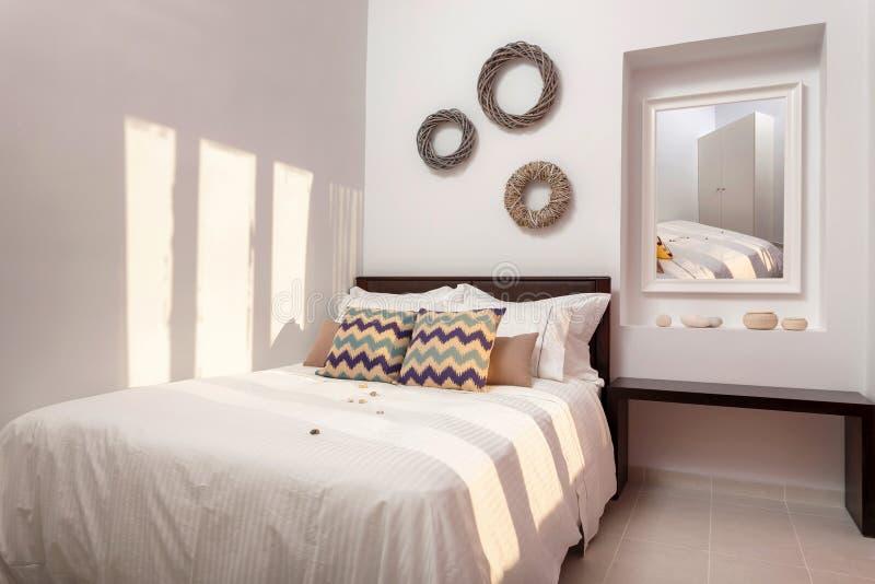 Interno decorato della camera da letto fotografia stock
