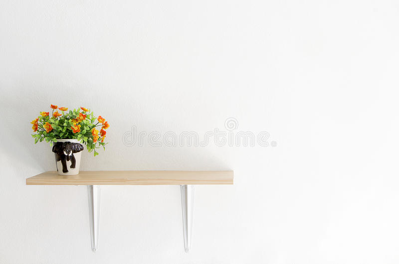 Interno decorato sullo scaffale fotografie stock