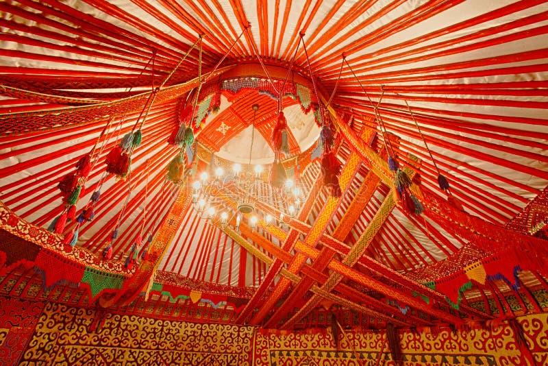 Interno del Kazakistan Yurt fotografia stock