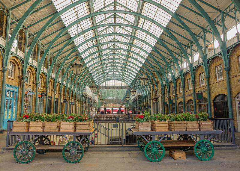 Interno del mercato del giardino di Covent fotografia stock