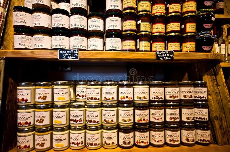 Interno del negozio della macchietta di Castelrotto fotografia stock libera da diritti