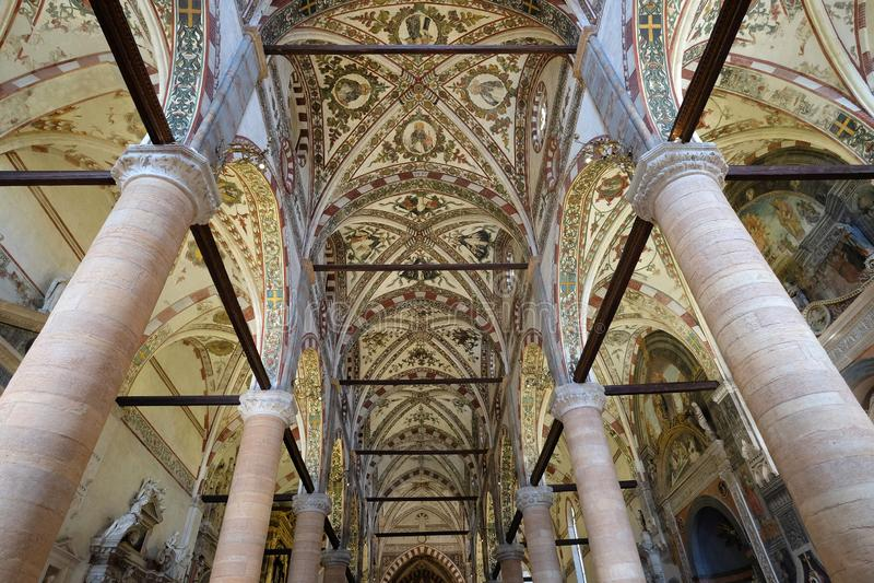 Interno del san Anastasia Church a Verona fotografia stock