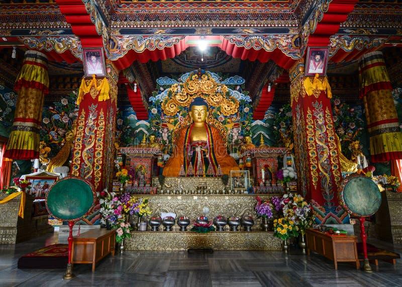 Interno del tempio tibetano in Bodhgaya, India immagine stock