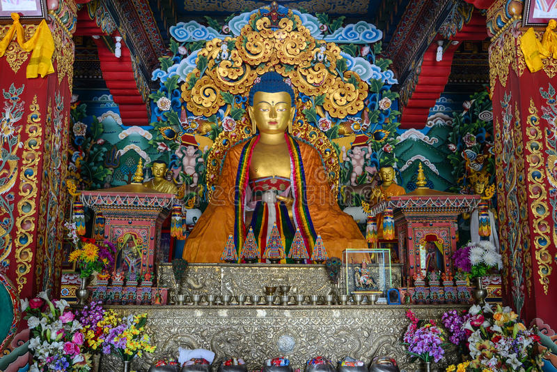 Interno del tempio tibetano in Bodhgaya, India immagine stock libera da diritti