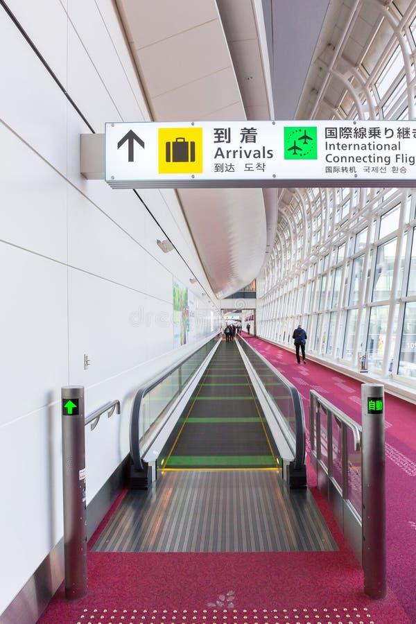 Interno del terminale di aeroporto di Haneda a Tokyo, Giappone fotografia stock libera da diritti