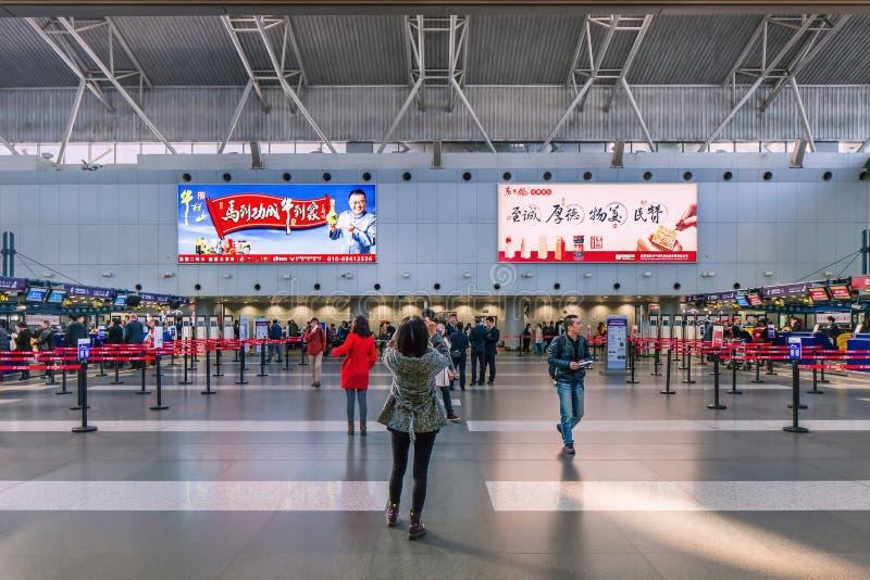 Interno del terminale di aeroporto internazionale capitale di Pechino 2, Cina fotografie stock libere da diritti