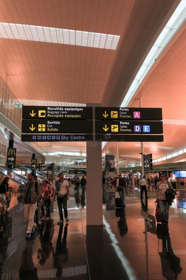 Interno dell'aeroporto di Barcellona, Spagna fotografie stock libere da diritti
