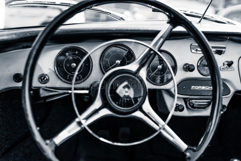 Interno dell'automobile sportiva Porsche 356B fotografia stock libera da diritti