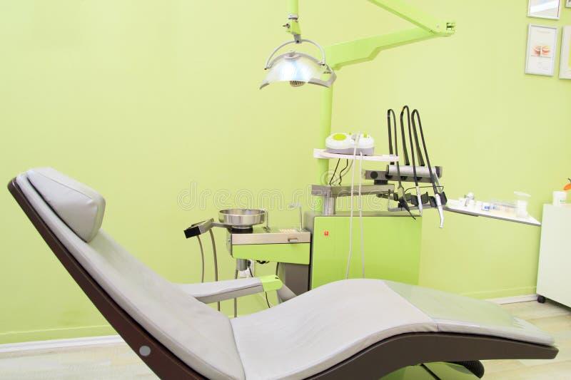 Interno dell'ufficio del dentista immagini stock