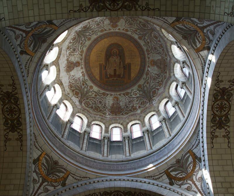 Interno della basilica di St Martin, Tours, Francia fotografia stock libera da diritti