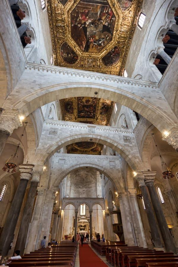 Interno Della Basilica Famosa Di San Nicola A Bari Italia