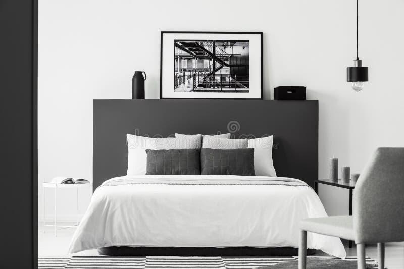 Interno della camera da letto del manifesto al contrario immagini stock libere da diritti