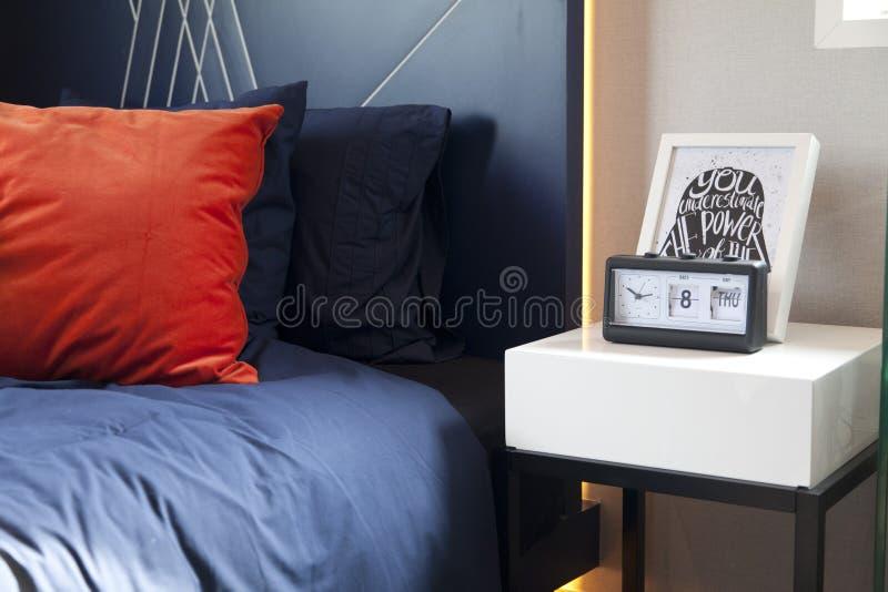 Interno della camera da letto nello stile rustico fotografia stock libera da diritti