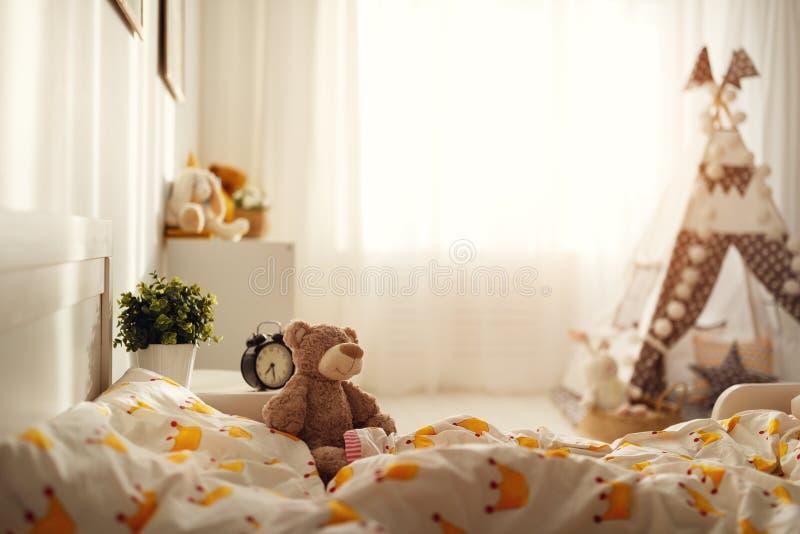 Interno della camera da letto per il bambino, stanze per le ragazze fotografia stock libera da diritti