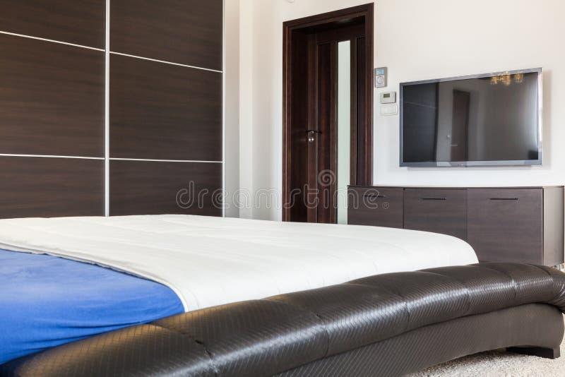 Interno della camera da letto in residenza fotografia stock