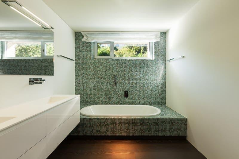 Interno della casa moderna bagno fotografia stock for Interni casa moderna