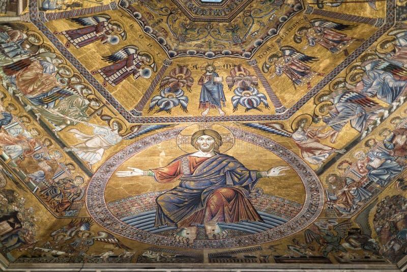 Interno della cattedrale del duomo dell'IL immagine stock libera da diritti